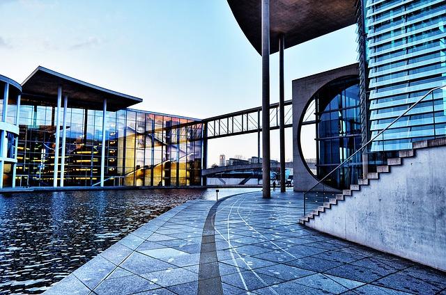 https://pixabay.com/de/berlin-bundestag-parlament-spree-3552537/