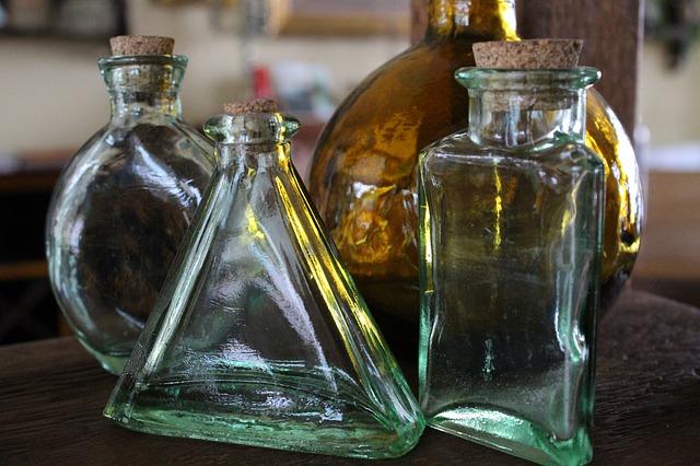 https://pixabay.com/de/flasche-glas-trinken-alkohol-3558304/