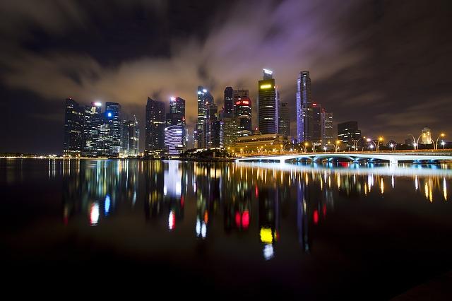 https://pixabay.com/de/nachtlicht-stadtbild-nachtszenen-2069066/