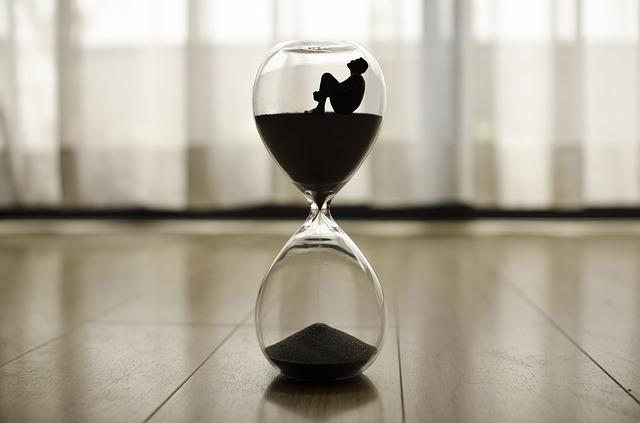 https://pixabay.com/de/zeit-uhr-stunde-minuten-sanduhr-1485384/