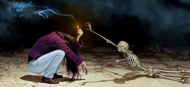 https://pixabay.com/de/fantasy-m%C3%A4dchen-skelett-zigarette-3554342/