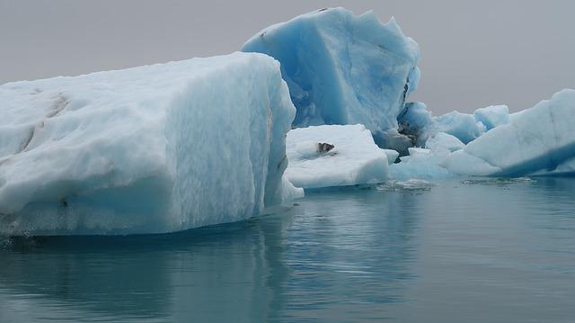 https://pixabay.com/de/island-gletscher-k%C3%A4lte-eis-blau-1787525/