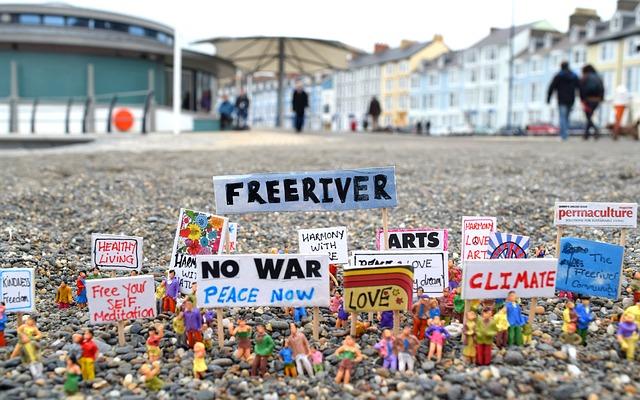 https://pixabay.com/de/protest-modelle-kunst-k%C3%BCnstler-2265287/