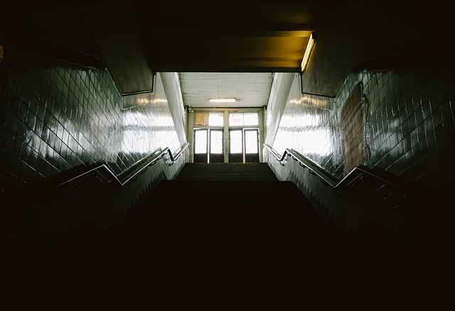 https://pixabay.com/de/treppenhaus-treppe-schritte-w%C3%A4nde-691820/