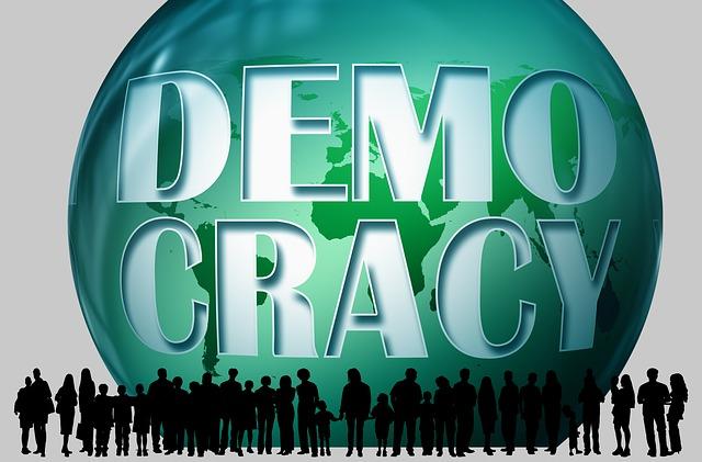 https://pixabay.com/de/demokratie-umarmung-menschen-1536630/