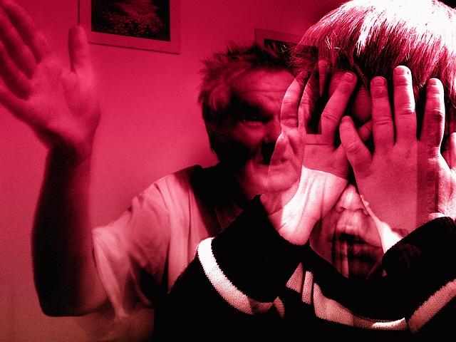 https://pixabay.com/de/mann-hand-schlagen-gewalt-kind-349265/