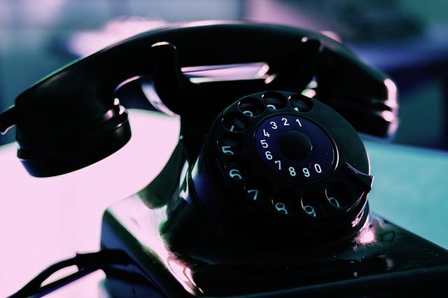 https://pixabay.com/de/telefon-telephon-w%C3%A4hlscheibe-3393218/