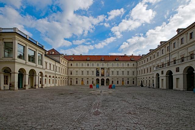 https://pixabay.com/de/stadtschloss-weimar-th%C3%BCringen-2403676/