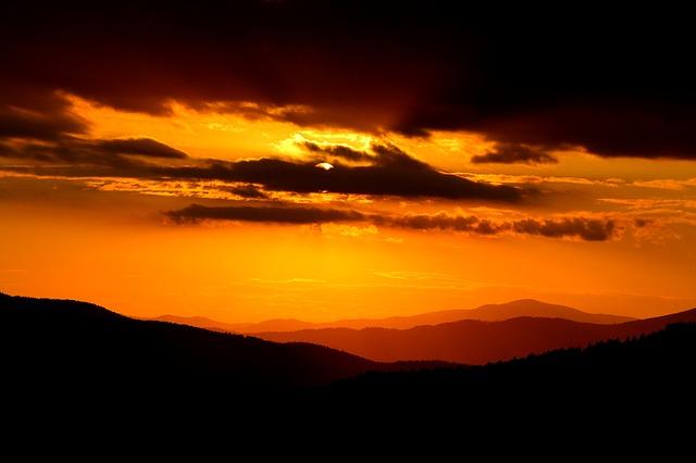 https://pixabay.com/de/sonnenuntergang-himmel-landschaft-490820/