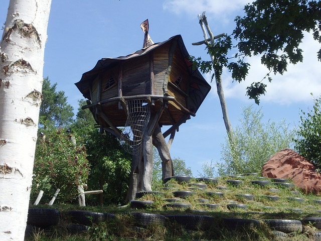 https://pixabay.com/de/baumhaus-freizeitpark-aussichtsturm-200703/