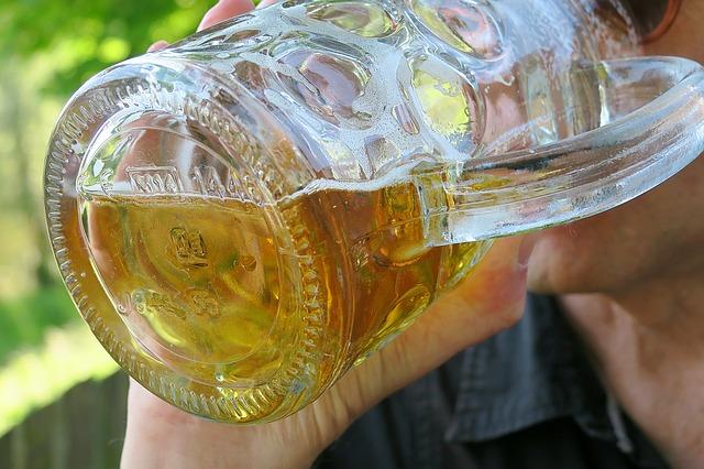 https://pixabay.com/de/bier-durst-trinken-biertrinken-2995696/
