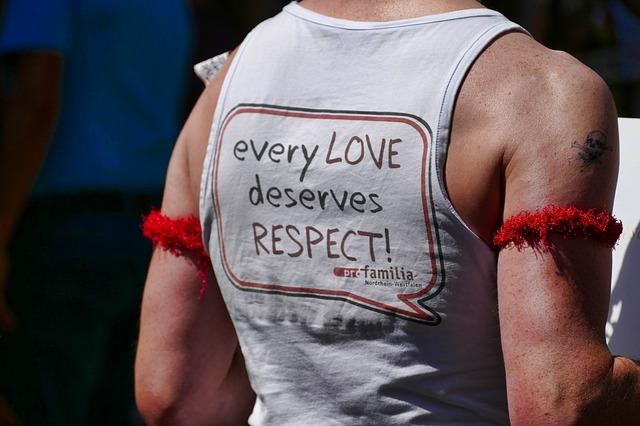 https://pixabay.com/de/csd-gay-parade-demonstration-mann-3552584/