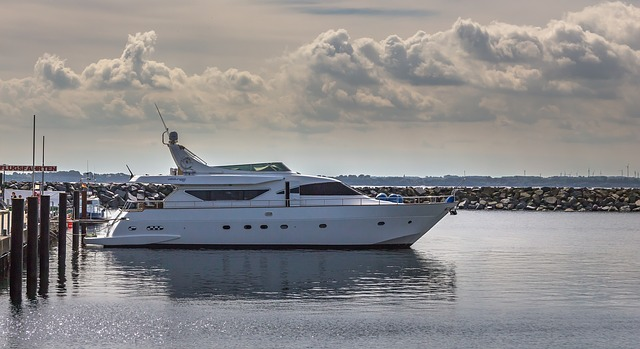 https://pixabay.com/de/motorjacht-jacht-schnellboot-boot-2770341/