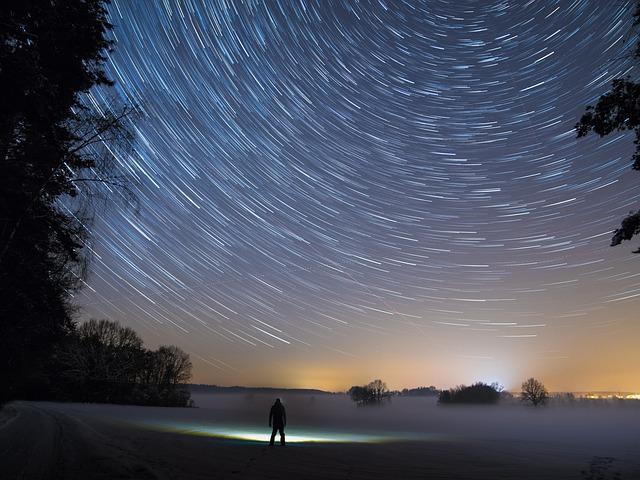 https://pixabay.com/de/sternspuren-sterne-nacht-licht-2234343/