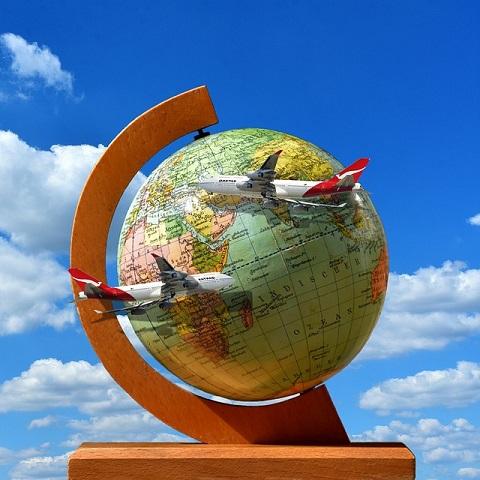 https://pixabay.com/de/symbolisch-um-die-welt-fliegen-2832115/