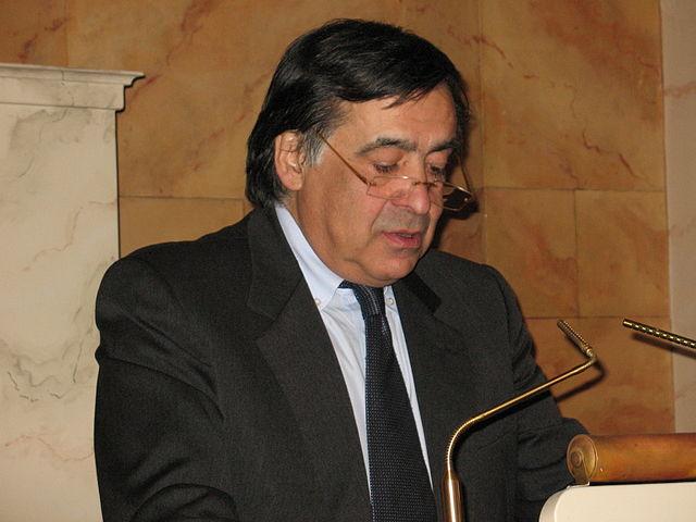 https://upload.wikimedia.org/wikipedia/commons/thumb/b/ba/Leoluca_Orlando_DAV_2008_3.jpg/640px-Leoluca_Orlando_DAV_2008_3.jpg