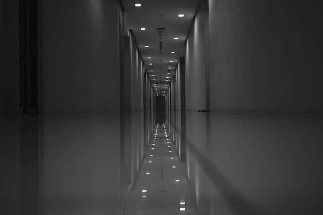 https://pixabay.com/de/gruselig-hintergrund-b-w-horror-3659001/