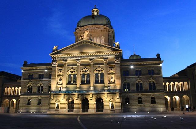 https://pixabay.com/photos/bundeshaus-parliament-demokratie-2530006/