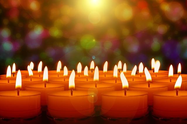 https://pixabay.com/photos/candles-candlelight-lights-evening-3629634/