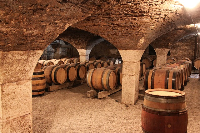 https://pixabay.com/photos/burgundy-barrel-barrels-cave-1122165/
