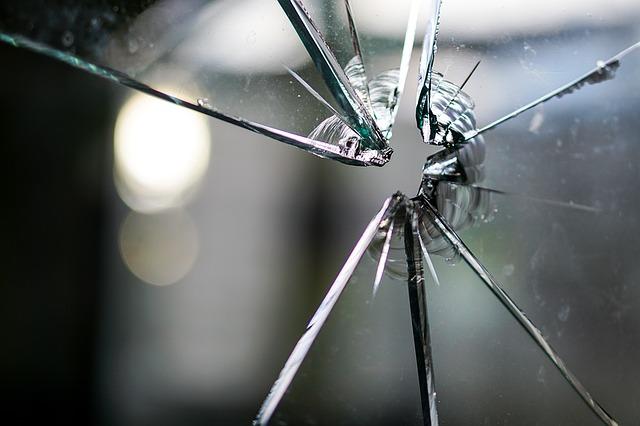 https://pixabay.com/photos/glass-broken-fragmented-hole-crack-1497227/