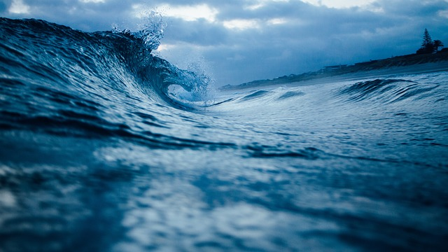 https://pixabay.com/photos/ocean-wave-water-ocean-sea-wave-1149174/