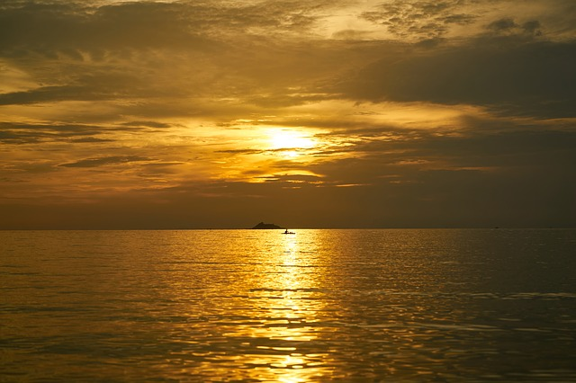 https://pixabay.com/photos/red-yellow-sunset-sunrise-2076853/