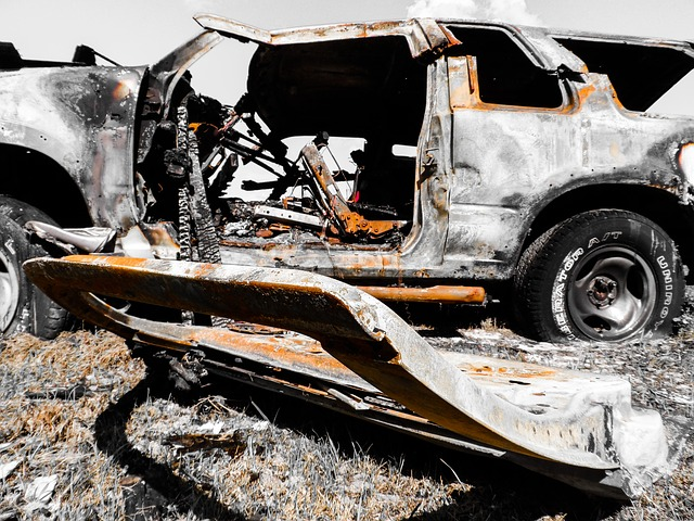 https://pixabay.com/photos/crash-accident-collision-205525/