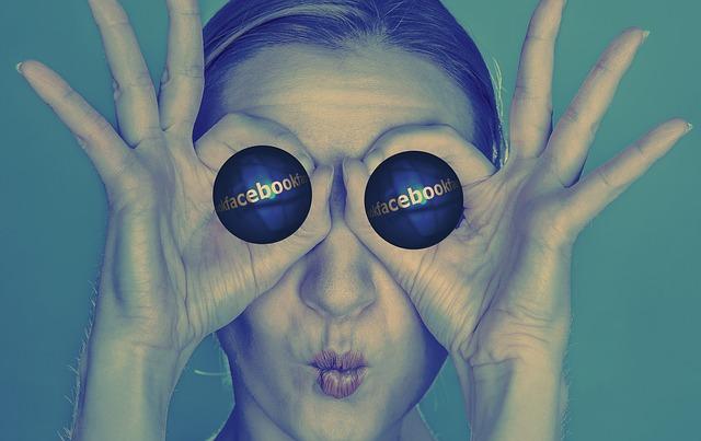 https://pixabay.com/photos/facebook-eyes-model-girl-woman-695108/