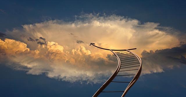 https://pixabay.com/photos/head-beyond-clouds-sky-2748333/