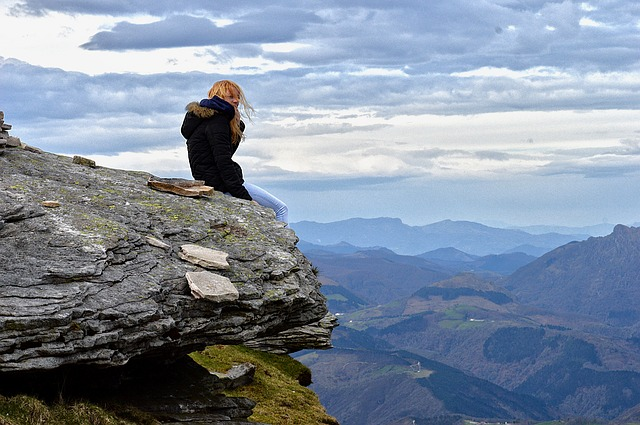 https://pixabay.com/photos/horizon-mountain-thinking-1819315/