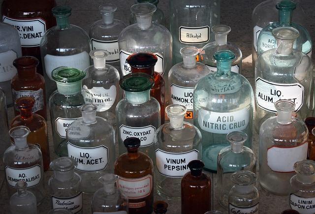 https://pixabay.com/photos/pharmacy-drug-cure-medicine-pharma-2532656/