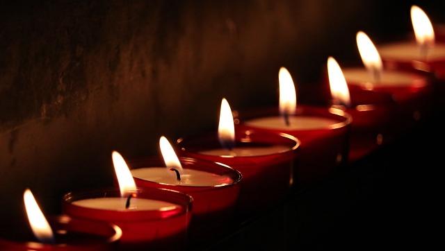https://pixabay.com/photos/tea-lights-candles-light-prayer-2223898/