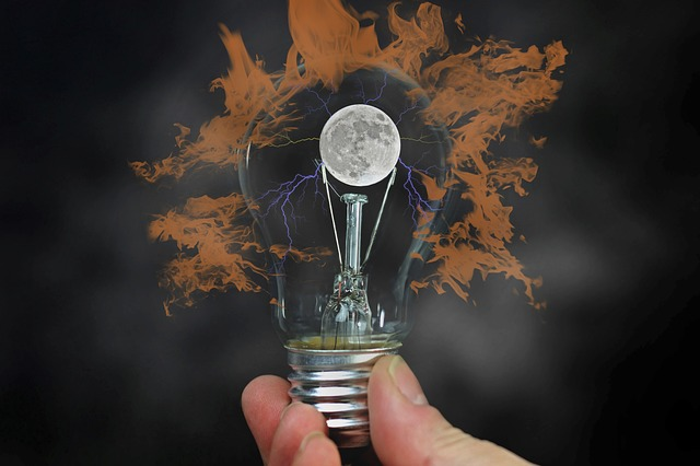 https://pixabay.com/photos/light-bulb-hand-moon-keep-idea-3637997/