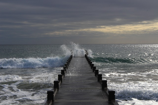 https://pixabay.com/photos/sea-wave-energy-beach-ocean-2252564/