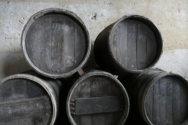 https://pixabay.com/photos/tons-barrel-wine-cider-alcohol-2655689/