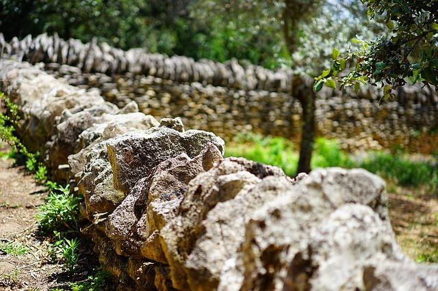 https://pixabay.com/photos/drywall-dry-stone-wall-wall-1469805/