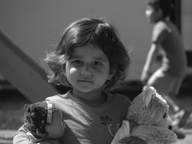 https://pixabay.com/photos/%CE%BC%CE%B1%CE%BB%CE%B1%CE%BA%CE%AC%CF%83%CE%B1-refugees-afghanistan-2818644/