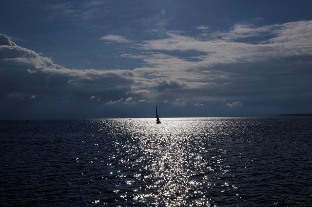 https://pixabay.com/photos/lake-constance-sailing-boat-sail-335572/