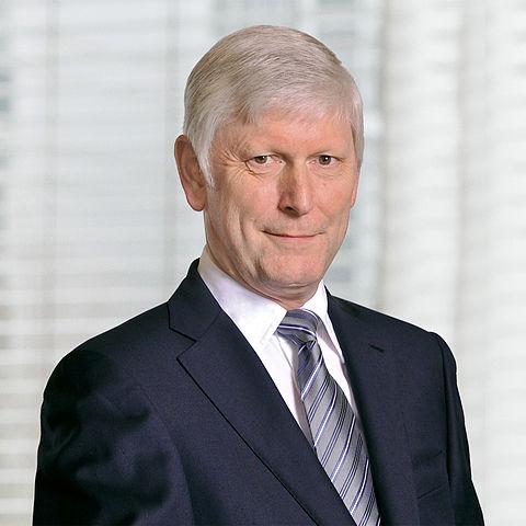 https://upload.wikimedia.org/wikipedia/commons/thumb/3/36/Dr._Rolf_Martin_Schmitz.jpg/480px-Dr._Rolf_Martin_Schmitz.jpg