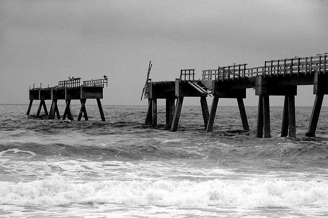 https://pixabay.com/photos/fishing-pier-pier-3603775/