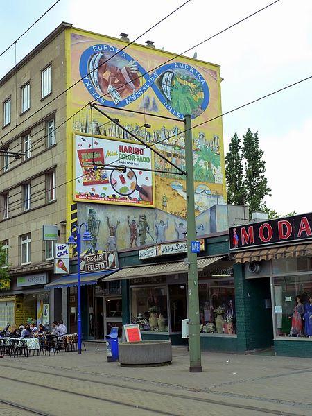 https://upload.wikimedia.org/wikipedia/commons/thumb/f/f5/Duisburg-Marxloh_-_panoramio.jpg/450px-Duisburg-Marxloh_-_panoramio.jpg