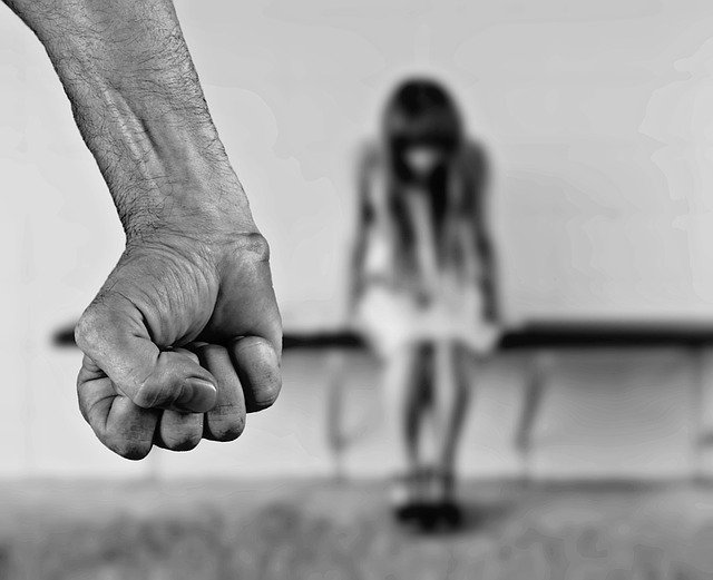 https://pixabay.com/photos/fear-woman-stop-1131143/