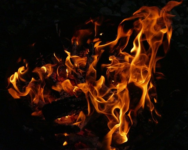 https://pixabay.com/photos/fire-flame-fire-bowl-wood-fire-2568411/