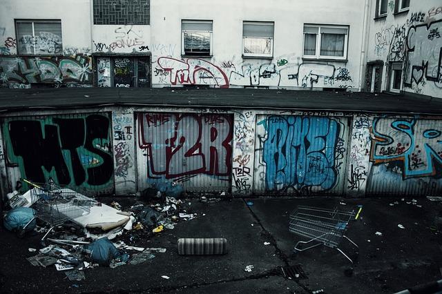https://pixabay.com/photos/backyard-garbage-graffiti-dirty-2116576/