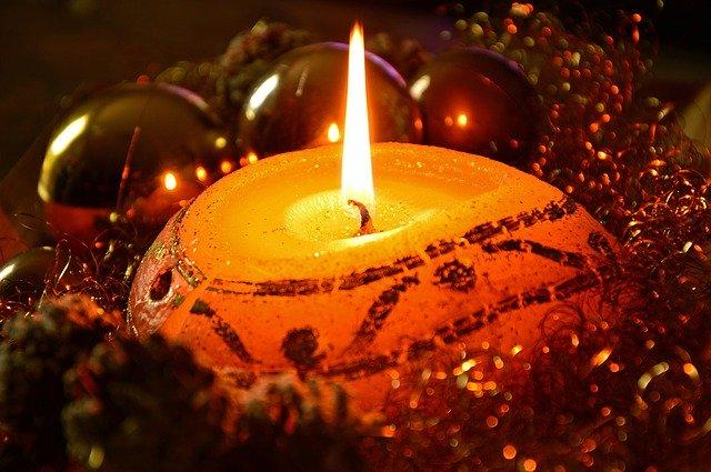 https://pixabay.com/photos/candle-candlelight-light-flame-3837577/