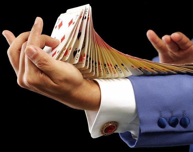 https://pixabay.com/photos/card-trump-magician-magic-flourish-3528638/