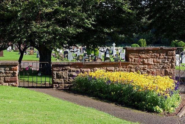 https://pixabay.com/photos/cemetery-entrance-gates-cemetery-959408/