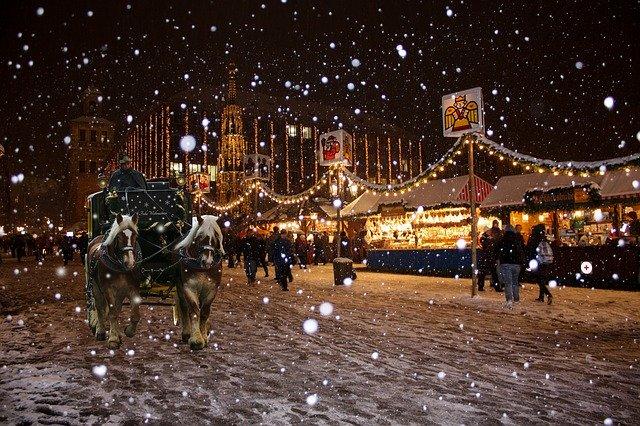 https://pixabay.com/photos/christmas-nuremberg-christmas-market-566749/