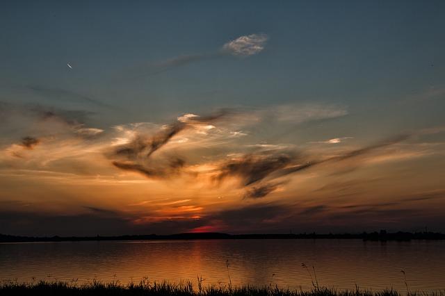 https://pixabay.com/photos/sunset-clouds-colors-lake-relaxing-1618886/